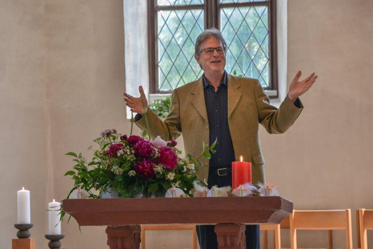 Der Kirchenpflegepräsident bedankt sich bei allen für ihr Mittun